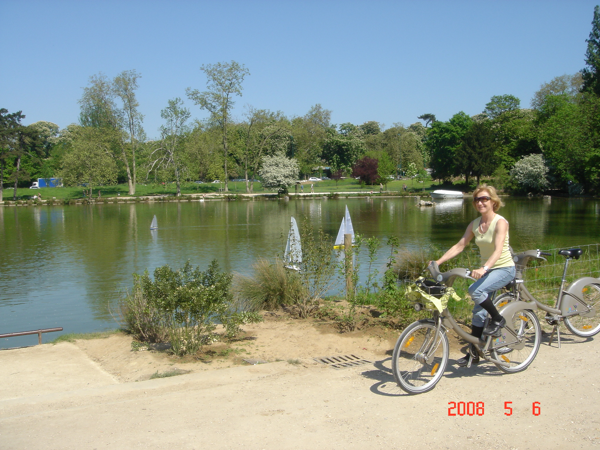 Bicycling in the Parque de Vincennes - Paris