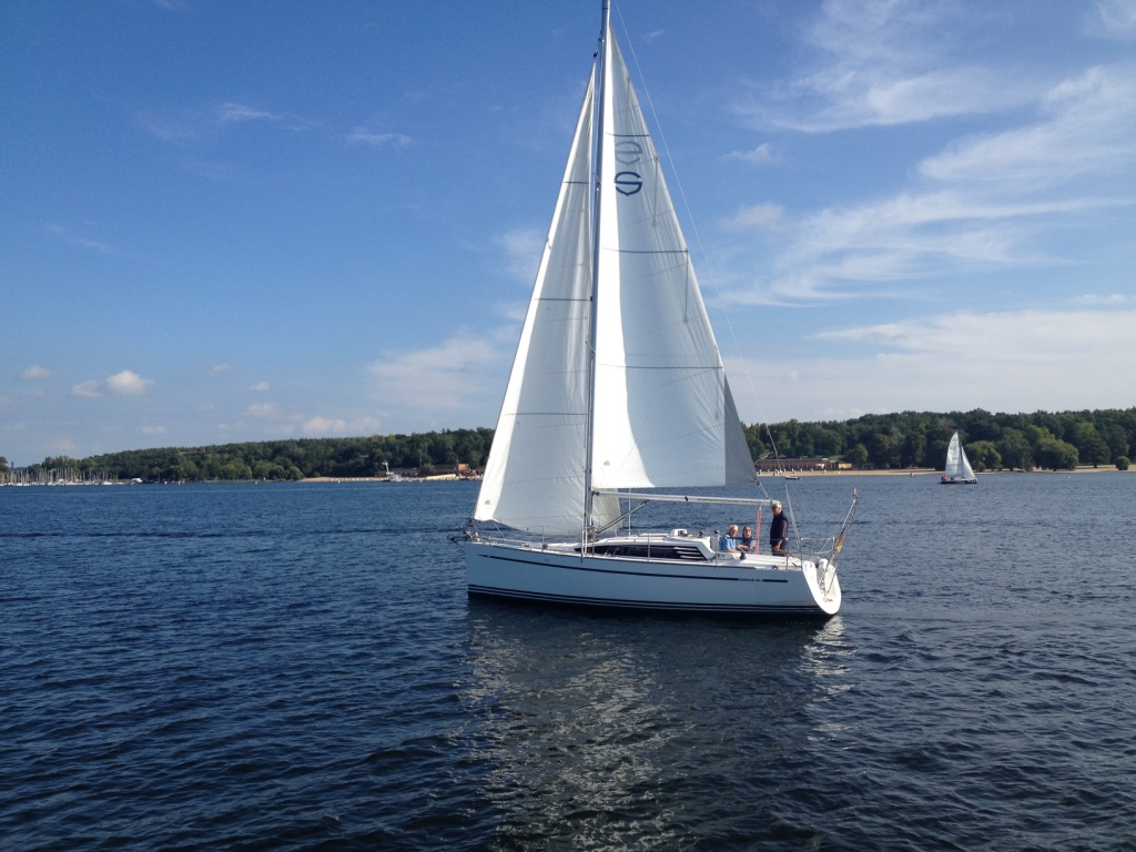 Segelboot auf Wannsee in Berlin - Gamesforlanguage.com