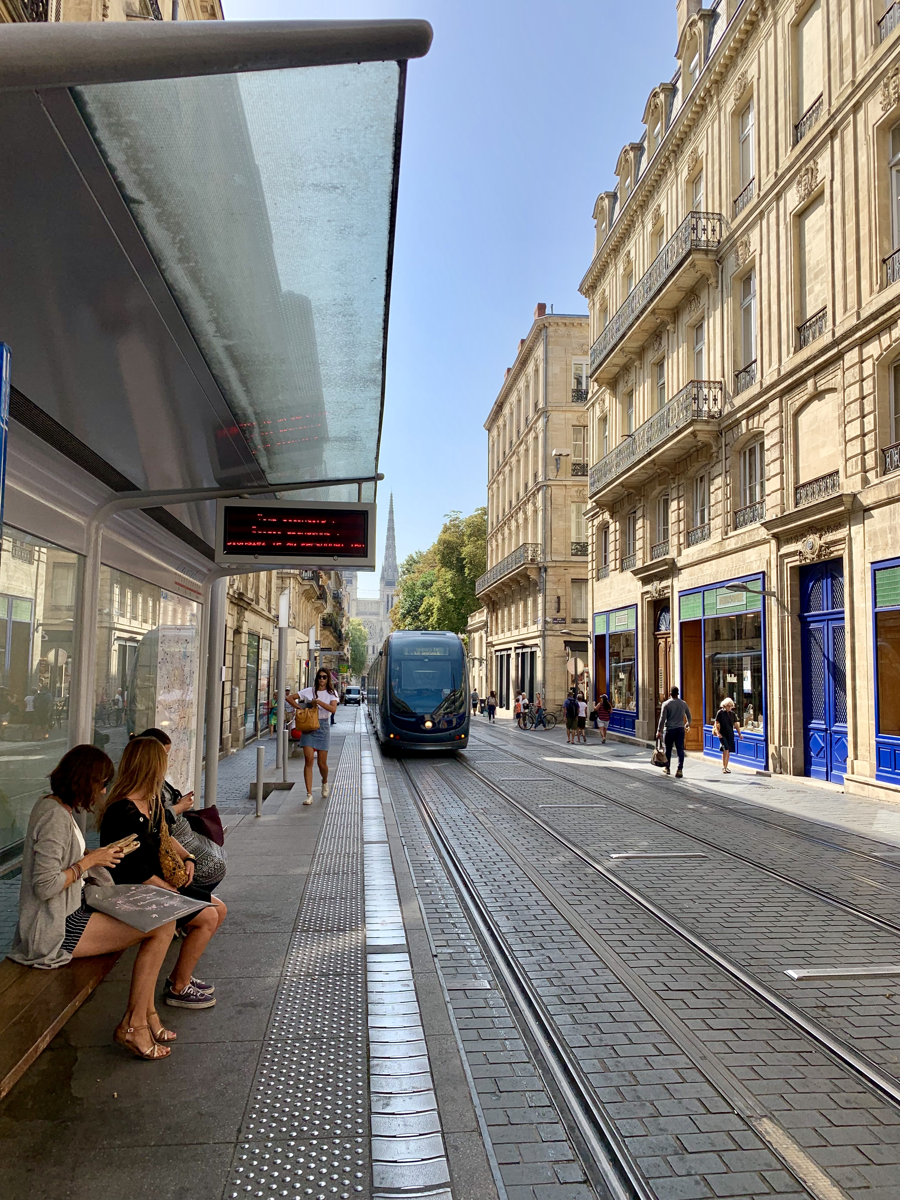 Bordeaux wireless tram tracks